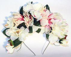 Ivory Frida Kahlo Flower Crown Day of the Dead Floral Headband Mexican Wedding Flowers de MyMercado en Etsy https://www.etsy.com/es/listing/234624808/ivory-frida-kahlo-flower-crown-day-of