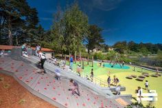 Mountain Lake Park Playground @arcall زمین بازی پارک کوهستانی معمار: Bohlin Cywinski Jackson مکان: کالیفرنیا،ایالات متحده سال ساخت:۲۲۰۰۰ فوت مربع