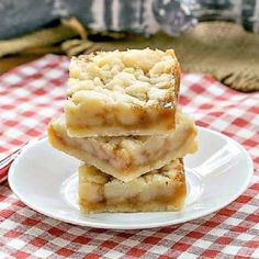 Caramel Butter Bars - Simple flavors with delicious results! Shortbread, caramel and streusel! Cookie Desserts, Just Desserts, Cookie Recipes, Dessert Recipes, Bar Recipes, Unique Desserts, Brownie Recipes, Snack Recipes, Dinner Recipes