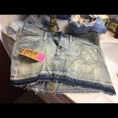 Gorgeous Replay jeans mini skirt size 28 New with tags but missing one button. no price on tags, If you are not sure about purchasing the product please don't buy and then leave a negative feedback. Please see photos and ask questions before purchasing. You are welcome to make offers. Have fun shopping. Replay Skirts Mini
