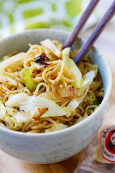 Panda Express Chow Mein - BEST copycat recipe ever that tastes EXACTLY like Panda Express. So good, so easy, healthier, cheaper, and takes 15 mins!!