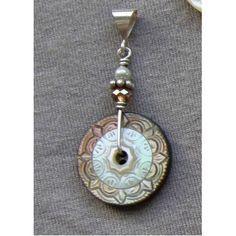 vintange button pendant...love this...