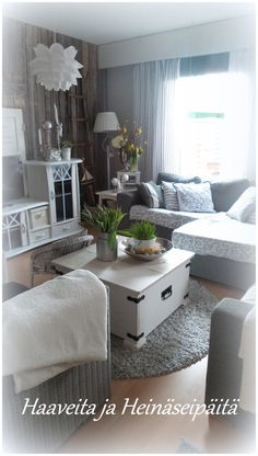 olohuone,olohuoneen sisustus,maalaisromanttinen,maalaisromanttinen sisustus,romanttinen Family Tree Wall, Small Living, Sweet Home, Shabby Chic, House Design, Living Room, Cottages, House Ideas, Inspiration