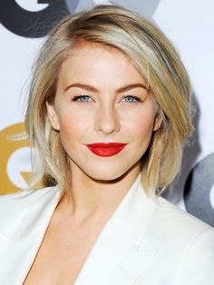 This razor cut bob givesJulianne Hough's shoulder-grazing hair some sophisticated edge. For the same dimension, stick to long layers and a deep side part—at home, style strands with your fingers and some texturizing spray for an undone finish.