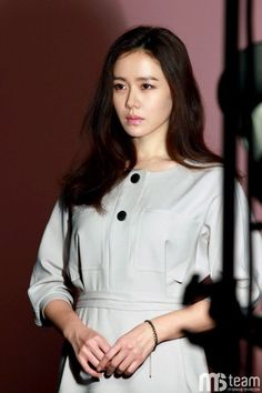 No camera angle can hinder Son Ye Jin's beauty in new behind the scenes cuts… Korean People, Korean Women, Korean Beauty, Asian Beauty, Most Beautiful Women, Beautiful Outfits, Korean Celebrities, Celebs, Asian Woman