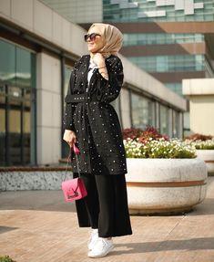 #winter #winteroutfits #winterfashionoutfits #hijab #hijabfashion #hijabstyle #hijaboutfit #hijabtutorial #muslim #winter #winteroutfitscold Modern Hijab Fashion, Muslim Women Fashion, Islamic Fashion, Abaya Fashion, Modest Fashion, Fashion Dresses, Hijab Style, Hijab Chic, Casual Hijab Outfit