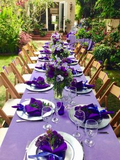 Ideas Garden Party Table Setting Lunches - Decoration Home Lunch Table Settings, Purple Table Settings, Purple Table Decorations, Beautiful Table Settings, Wedding Table Settings, Decoration Table, Table Centerpieces, Setting Table, Wedding Decorations