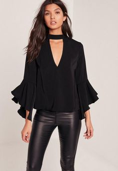 Simple and chic with a stylish twist, this black beaut will have you turning heads for all the right reasons. Top Chic, Neck Choker, Mode Style, Plus Size Tops, Pretty Outfits, Blouse Designs, Casual Looks, Blouses For Women, Plus Size Fashion
