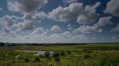 The clouds come rolling in. Timelapse film over de Driemanspolder en skylines van Den Haag en Zoetermeer. De film toont mooie landschappen van regio Haaglanden in combinatie met bewegende wolken.