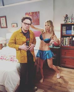"""""""Big Bang Theory"""" star Kaley Cuoco jokes, """"I spend the entire episode in lingerie. Kidding just one scene - don't miss it! Kaley Cuoco, Big Bang Theory Penny, Big Bang Theory Finale, Johnny Galecki, Playboy, Tbbt, Rock Bands, Hard Rock, Celebrity Babies"""