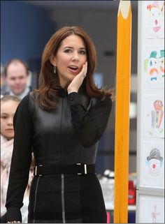 Princess Mary attended this morning at an event organized to celebrate the World Day of orphan diseases. She visited a home for children with rare diseases where a clown cartoon exhibition was organized.