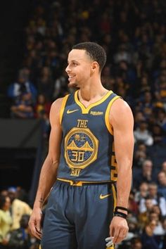 Stephen Curry of the Golden State Warriors smiles during a game against the Memphis Grizzlies on December 17 2018 at ORACLE Arena in Oakland. Stephen Curry Basketball, Nba Stephen Curry, Stephen Curry Haircut, Steph Curry Wallpapers, Golden State Warriors Wallpaper, The Curry Family, Wardell Stephen Curry, Curry Nba, Sport