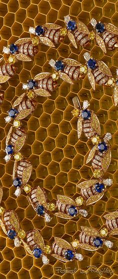 Regilla ⚜ Bulgari Bee sapphire and diamond necklace. WANT