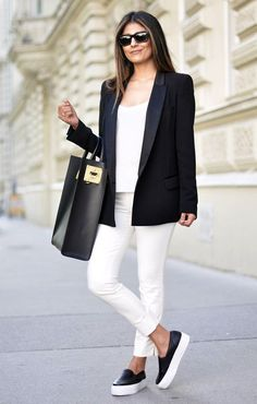 A black blazer and white skinny pants combined together are such a dreamy combination for women who prefer relaxed combos. For a more casual touch, add a pair of black leather slip-on sneakers to the equation. White Slip On Sneakers, How To Wear Sneakers, Jeans And Sneakers, White Shoes, Shoes Sneakers, Jeans Shoes, Black Sneakers, Platform Sneakers Outfit, Sneakers Fashion