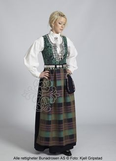Nordmørsbunad til dame - BunadRosen AS Folk Costume, Costumes, Norwegian Clothing, Norwegian Wedding, Medieval Dress, Bridal Crown, Traditional Dresses, Norway, My Girl