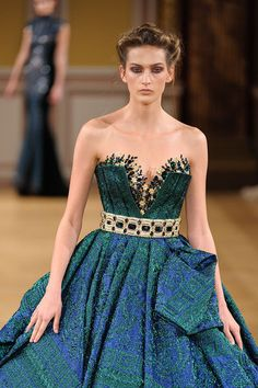 Tony Yaacoub – 82 photos - the complete collection Style Haute Couture, Couture Details, Blue Evening Gowns, Evening Dresses, Timeless Fashion, High Fashion, Net Fashion, Fashion Cakes, Beautiful Dresses