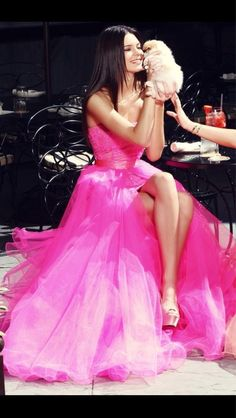 Kim who? Kendall and Kylie Jenner outshine their Kardashian sisters as they play prom queens in modelling shoot Kylie Jenner Modeling, Kendall Y Kylie Jenner, Panthères Roses, Rose Fushia, Magenta, Vestidos Color Rosa, Prom Dress 2014, Dresses 2016, Pink Dresses