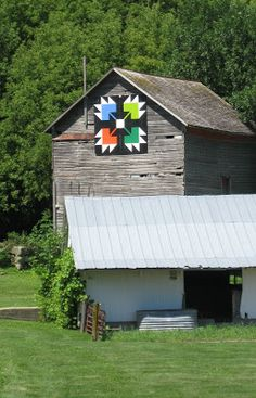 Barn with Bear's Paw.pattern, Houston County, Minnesota.