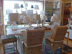 How to Clean a lampshade Home Hacks, Lampshades, Good To Know, The Hamptons, Beach House, Table Settings, Design Inspiration, Cleaning, Tips