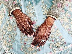 Image may contain: one or more people Wedding Henna Designs, Floral Henna Designs, Indian Henna Designs, Henna Art Designs, Mehndi Designs For Girls, Mehndi Designs 2018, Stylish Mehndi Designs, Engagement Mehndi Designs, Khafif Mehndi Design