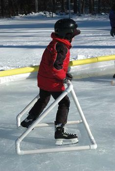 This shows how to make a PVC ice rink holder to train how to ice skate. Pvc Pipe Crafts, Pvc Pipe Projects, Diy Projects To Try, Projects For Kids, Outdoor Projects, Dyi, Descente Ski, Winter Activities, Activities For Kids