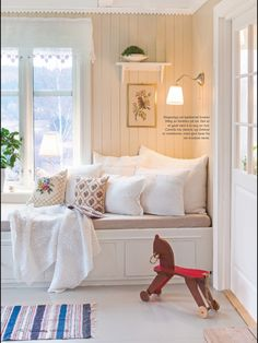 Interior Design Living Room, Interior Decorating, Summer House Interiors, White Bedroom Design, Gallery Wall Bedroom, Bedroom Design Inspiration, Scandinavian Home, Cool Rooms, Bootroom