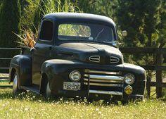 I love old cars and trucks Vintage Pickup Trucks, Classic Pickup Trucks, Old Ford Trucks, Vintage Cars, Antique Cars, Antique Tractors, Trucks Only, Cool Trucks, Cool Cars