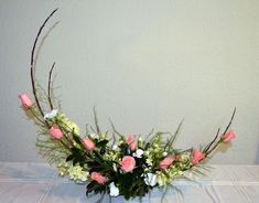 Disciplined combined wedding flower arrangements Yes! I want a free upgrade. Easter Flower Arrangements, Flower Arrangement Designs, Ikebana Flower Arrangement, Ikebana Arrangements, Beautiful Flower Arrangements, Floral Arrangements, Beautiful Flowers, Arte Floral, Deco Floral