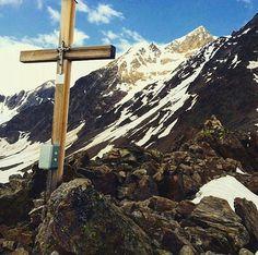 Throwback Austria, Austrian Alps.  #hike #hiking #mountains #mountain #nature #nofilter #at #Austria #austrianalps #traveling #travel #adventure #explore #discover #discovery #amazing #beautiful #magnificent #intruiging #incredible #instafamenow #climbing #snow #summit #peak #alps #alpine #vent #tirol http://tipsrazzi.com/ipost/1524358109865523196/?code=BUnm5_hBTf8