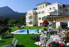 Enjoy holidays in the 4 star superior Hotel Eichingerbauer in Mondsee. Spa and activity holidays at the family-run hotel in the Salzkammergut near Salzburg, Austria. Superior Hotel, Country Hotel, Hotels, Lounge, Wellness, Holiday Activities, Four Square, Spa, Relax