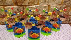 Lindo centro de mesa (cachepo) em eva no tema festa junina. Detalhes em cetim e barbante.  Altere as cores se desejar  Diametro da base : 10 cm  Altura : 20 cm