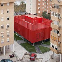 Algo de diseño español. Cibercentro, por Mediomundo arquitectos, en Sevilla