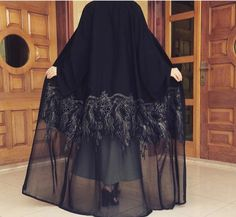 Hope can dream of the abaya . Iranian Women Fashion, Islamic Fashion, Muslim Fashion, Modest Fashion, Fashion Dresses, Womens Fashion, Dubai Fashion Week, Modern Abaya, Abaya Designs