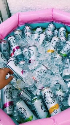Sommer Pool Party, Party Fotos, Alcohol Aesthetic, 18th Birthday Party, Grad Parties, Summer Parties, Teenage Parties, College Parties, Festa Party
