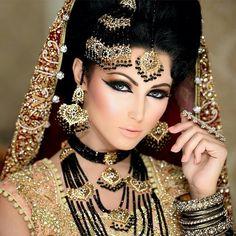 Orientalisches Make up mit Bronze Lidschatten und leichten goldene  Akzenten