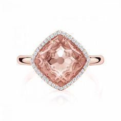 <p>This breathtaking morganite ring is made of 18kt rose gold with a diamond pavé of 0.13ct.</p>