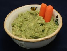 About the Daniel Fast. This recipe is guacamole with a kick.  Looks delicious. Guacamole Dip, Guacamole Recipe, Daniel Fast Food List, 21 Day Daniel Fast, The Daniel Plan, Daniel Fast Recipes, Veggie Snacks, Quick Snacks, Super Easy