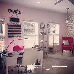 Home salon design ideas: pin by anna alonzo on nail salon decor. Nail Desk, Nail Room, Home Nail Salon, Nail Salon Design, Privates Nagelstudio, Ideas Decoracion Salon, Salon Ideas, Life Hacks Diy, Nail Studio