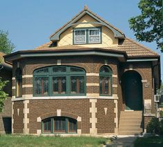 Many of Chicago's famous bungalows were built with clay roofs, like this example sporting earth-colored flat French tiles. Craftsman Bungalow Exterior, Bungalow Homes, Craftsman Bungalows, Craftsman Style, Craftsman Homes, Craftsman Kitchen, Architecture Details, Victorian Architecture, Types Of Houses