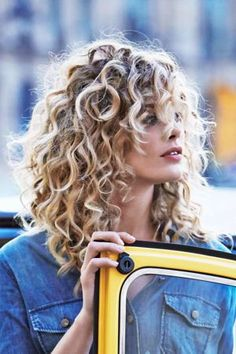 If you are confused about short hair or long beautiful, you can try these hairstyle ideas for a beautiful medium curly hair. You can try a nice curly hairstyle that suits your taste. It is a variety of medium curly hairstyles that you can try. Haircuts For Curly Hair, Girl Haircuts, Trendy Hairstyles, Blonde Hairstyles, Short Haircuts, Curly Lob Haircut, Curly Bangs, Braid Bangs, Curly Haircuts With Layers