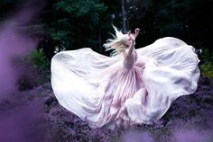 Two years ago, we talked about the amazing Wonderland project by American photographer Kirsty Mitchell (Wonderland, 30 fascinating photos by Kirsty Mitchell). T