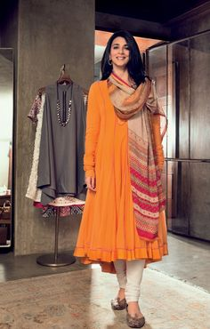 femina : Power dress like Tina Tahiliani Parikh Salwar Designs, Kurta Designs Women, Kurti Designs Party Wear, Indian Attire, Indian Ethnic Wear, Indian Outfits, Ethnic Dress, Stylish Dresses, Simple Dresses