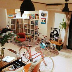 3chairsさんの、アンティーク,トーキョーバイク,ジャーナルスタンダードファニチャー,レコード棚,レコード,雑貨,観葉植物,部屋全体,のお部屋写真