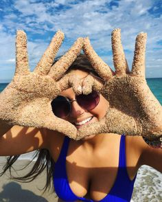 See 372 photos and 14 tips from 3057 visitors to Town of Palm Beach. Beach Photography Poses, Beach Poses, Summer Photography, Creative Photography, Sorority Poses, Sorority Pictures, Cute Beach Pictures, Photos Originales, Sigma Kappa