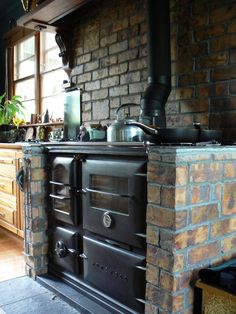 Homewood Stoves - cast iron wood burning stoves for cooking and heating. Wood stove manufacturers for people who want an environmentally friendly, efficient and cost-effective way to keep their home warm and cook great food. Old Stove, Stove Oven, Kitchen Stove, Wood Stove Cooking, Wood Burning Cook Stove, Wood Burning Stoves, Cuisinières Vintage, Wood Oven, Cast Iron Stove