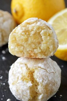 Gluten Free Lemon Crinkle Cookies are ridiculously simple. And amazingly delicious! #dessert #recipe