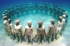 Here are 79 unique and awesome underwater sculptures, environmental art in an underwater sculpture park, to encourage the natural ecological process. Robin Wight, Jason Decaires Taylor, Unbelievable Pictures, Underwater Sculpture, Underwater Art, Sculpture Art, Image Guide, Simple Acrylic Paintings, Les Rides