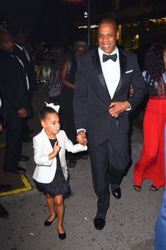 The 24 hottest celebrity dads with their mini me kids: Jay Z and Blue Ivy