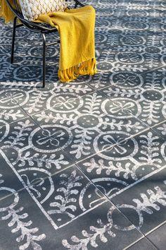 #Terrastegel met print ibiza  Donkere tuintegel Excluton ibiza mediterraan motief Big Garden, Dream Garden, Home And Garden, Ibiza, Concrete Path, Outside Room, Architecture Art Design, Patio Makeover, Rooftop Garden