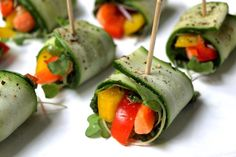 Raw Zucchini Wraps with Kale Pesto - also Vegan. I'm good with the ingredients but it looks like they might be annoying to make. Raw Vegan Recipes, Organic Recipes, Vegetarian Recipes, Healthy Recipes, Vegan Food, Eating Vegan, Vegan Dishes, Vegan Cru, Roh Vegan